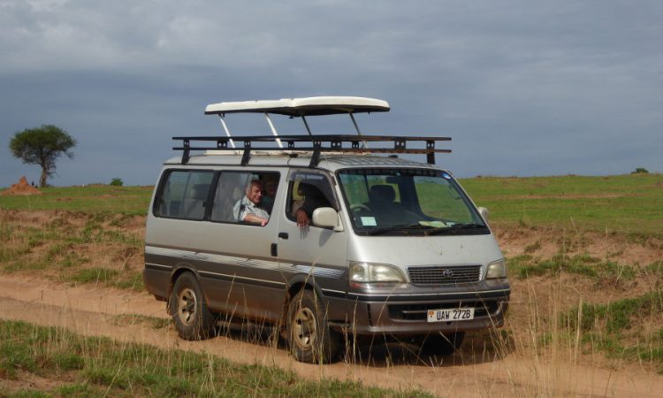 3 days Uganda safari vehicle